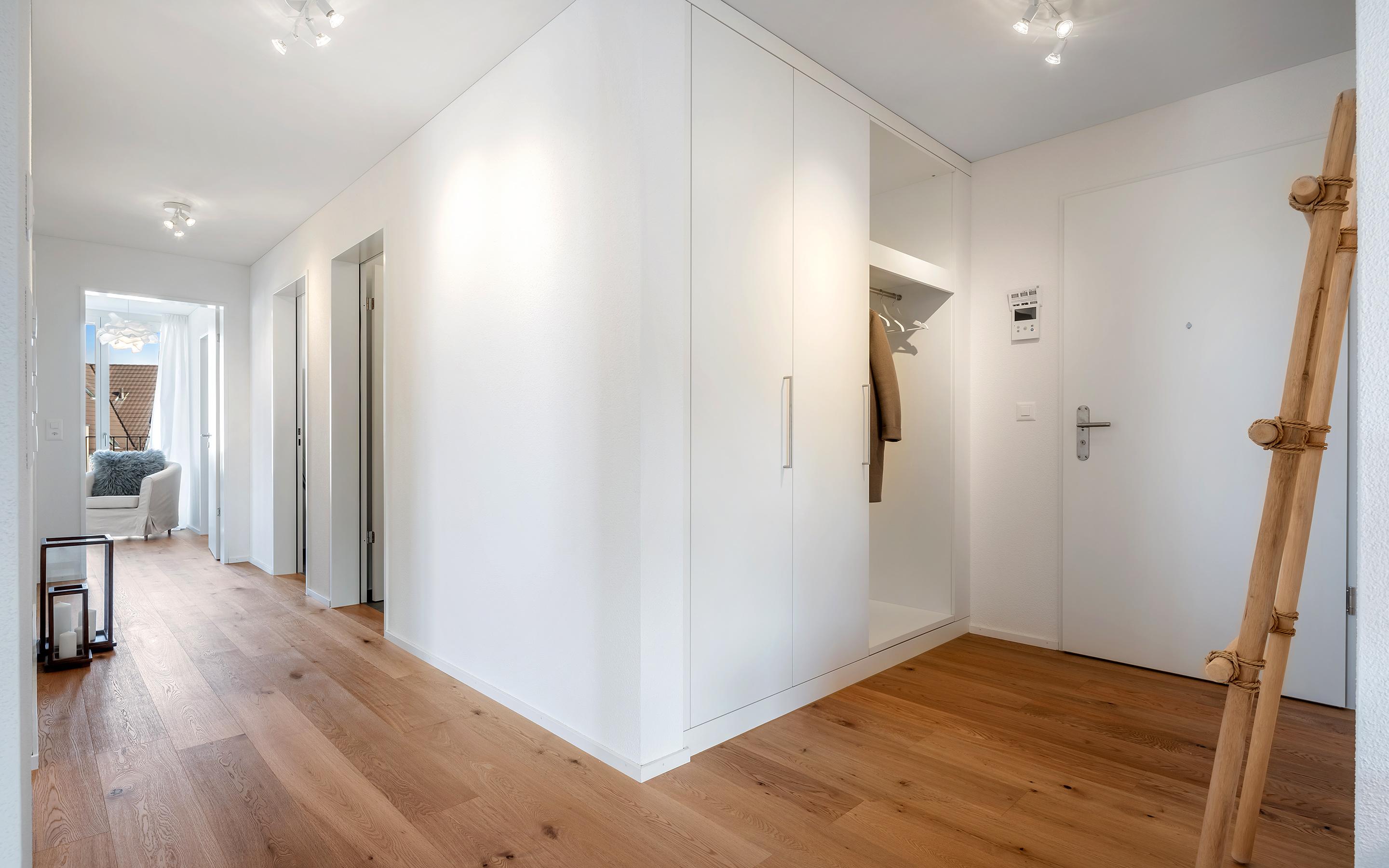 «Im Chärn» Boswil, Eingang und Korridor (Musterwohnung)